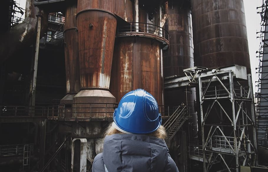 Ways Women Can Break into the Construction Business