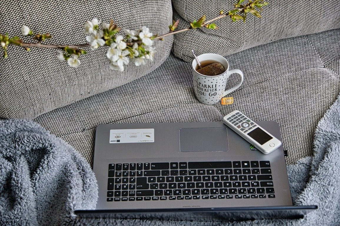 Pros and cons of working at home for women