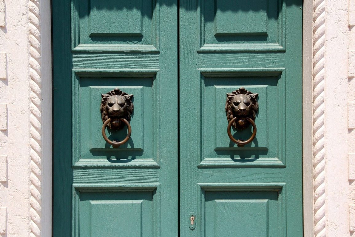 Doors of Perception – Steal These 5 Famous Portal Styles!