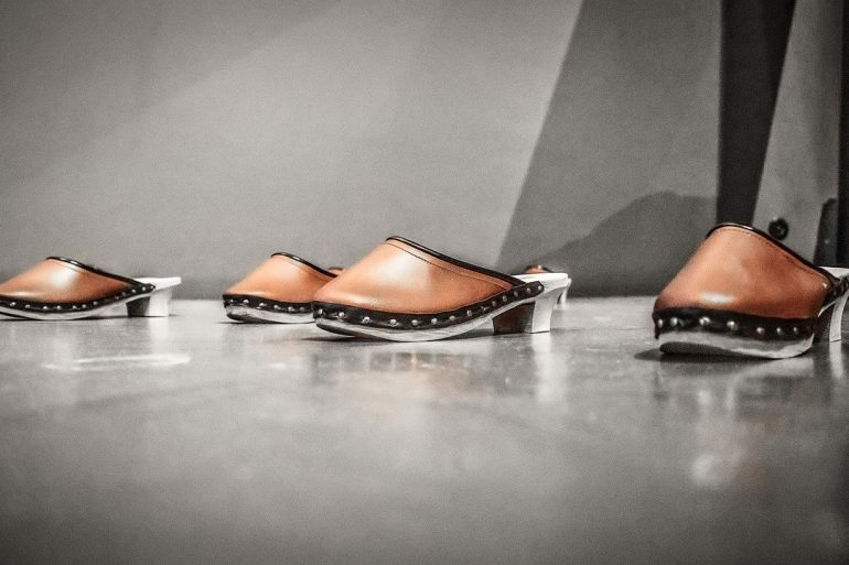 How To Style Clogs - The Shoe Of The Summer